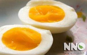 Luộc trứng gà bao nhiêu phút thì lòng đào