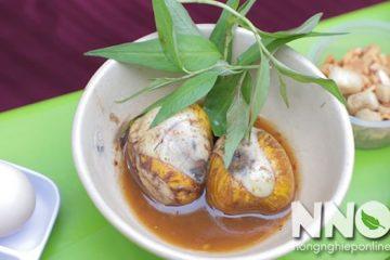 Trứng vịt lộn luộc bao lâu thì chín? Trứng vịt lộn ăn với rau gì